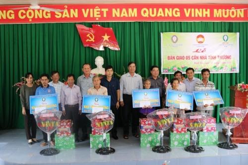 Phối hợp cùng Công ty Xổ số kiến thiết Bến Tre trao nhà tình thương cho hộ nghèo tại Thanh Bình và Tam Nông