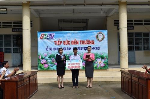 Trao học bỗng Tiếp sức đến trường cho em Đặng Đăng Duy, xã Tân Phú Trung, Châu Thành